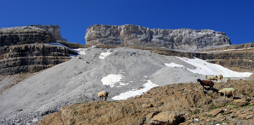 Topos de randonnées à la semaine dans les Pyrénées et les Alpes